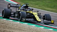 Daniel Ricciardo při závodě v Imole