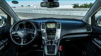 Interiér Lexusu RX 400h nabízí nevyvratitelný pocit luxusu a kultivovanosti