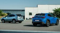 Lexus podrobil crossover UX 250h přímému srovnání s průkopnickým hybridním SUV Lexus RX 400h
