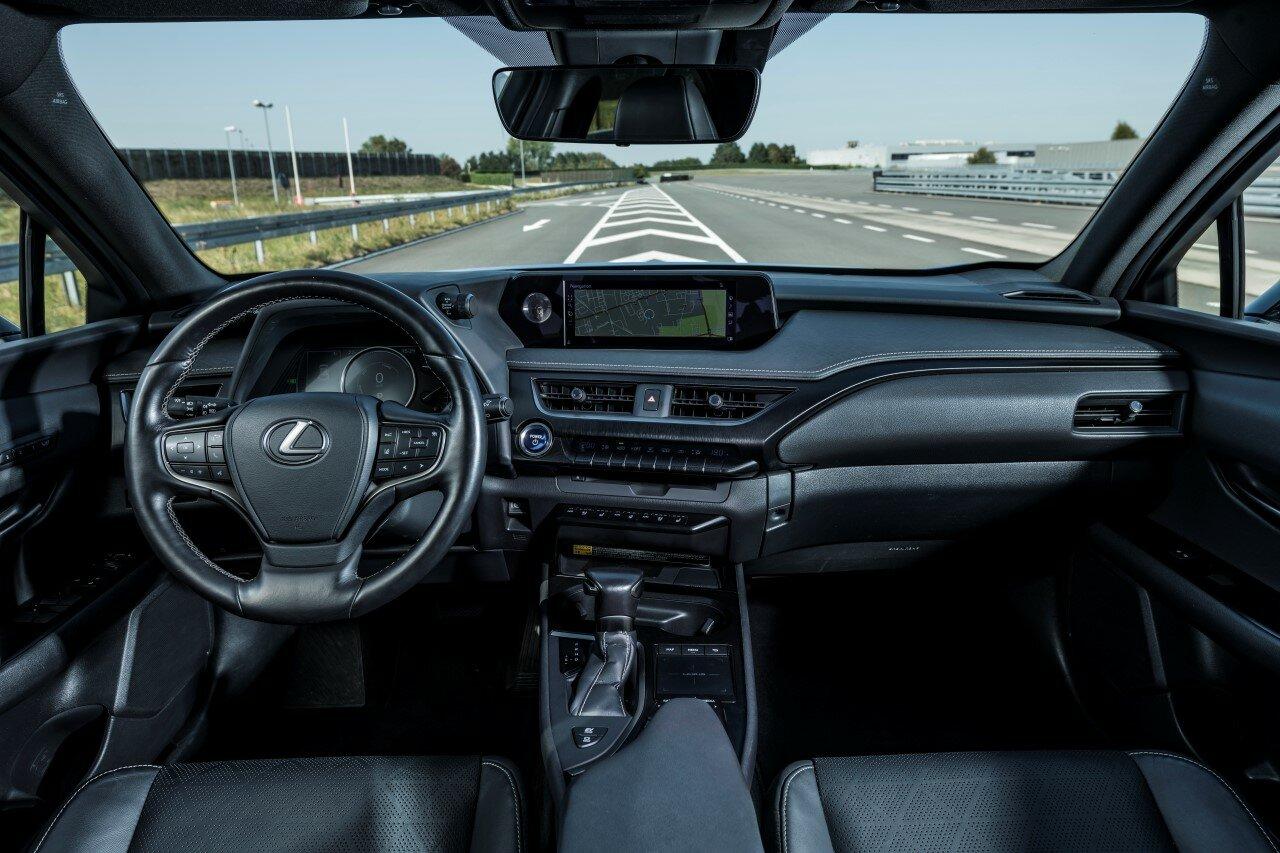 Lexus UX 250h nabízí inovace kdysi vyhrazené jen vlajkovým modelům