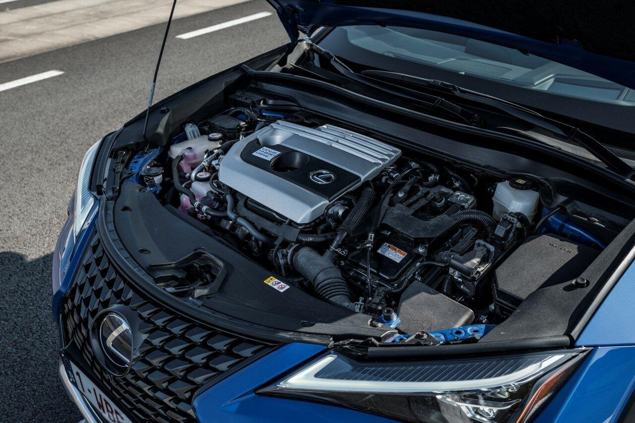 Hybridní pohony Lexus s autonomním dobíjením, kombinující výkon benzínového motoru s jedním či více elektromotory