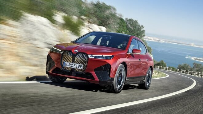 BMW iX s minimalistickým designem je představitelem průkopnické generace elektrických SAV z Mnichova