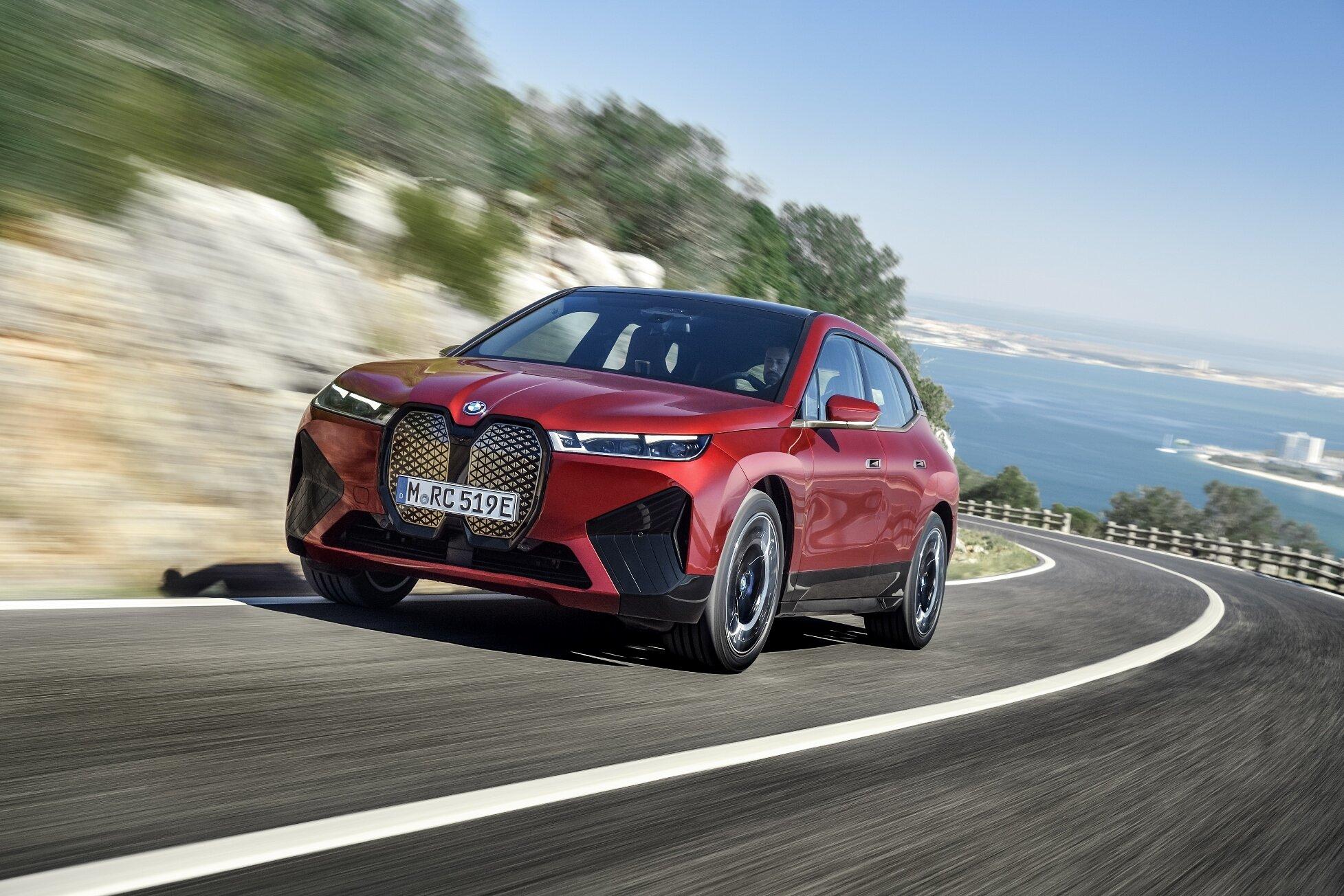 BMW kompletně ukázalo SAV iX, které půjde do prodeje až za rok - anotační obrázek