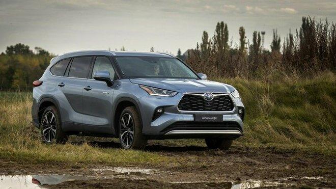 Největší hybridní SUV Toyota Highlander přichází na český trh