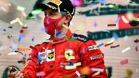 Sebastian Vettel na pódiu po závodě v Turecku