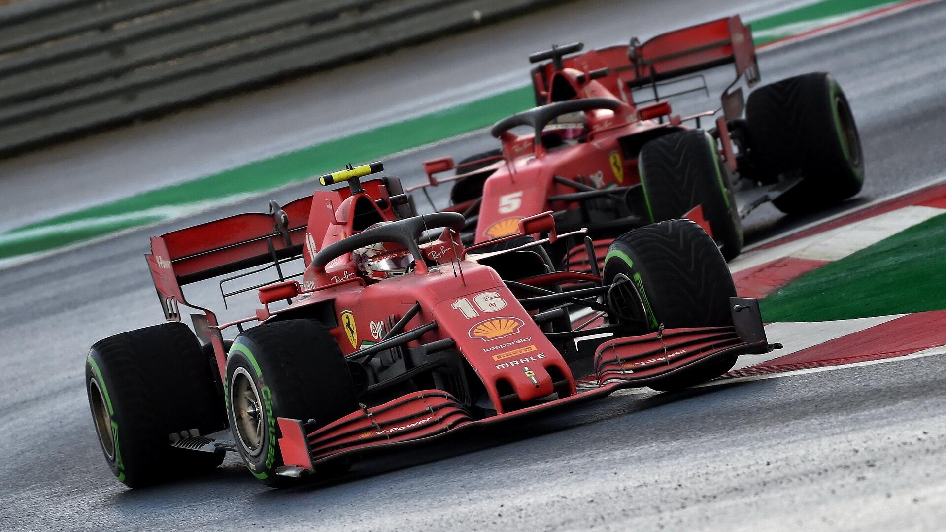 Charles Leclerc a Sebastian Vettel v závodě v Turecku