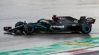 Lewis Hamilton v závodě v Turecku