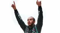 Lewis Hamilton slaví 7. titul mistra světa po závodě v Turecku