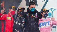 Nejlepší jezdci na pódiu po závodě v Turecku