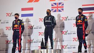 FOTO: Velká cena Bahrajnu - 2. místo Red Bullu mezi konstruktéry a velká havárie - anotační obrázek
