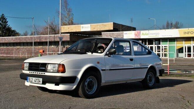 """Škoda Rapid s motorem o objemu 1289 cm³ a výkonu 46 kW měla díky podobné koncepci v Británii přezdívku """"Porsche chudých"""""""
