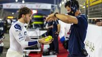 Pierre Gasly trénuje postřech před závodem v Bahrajnu