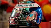 Nový design přilby Sebastiana Vettela při pátečním tréninku v Sáchiru