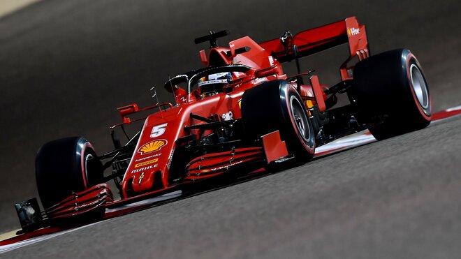 Sebastian Vettel s vozem SF1000 v Bahrajnu