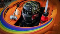 Carlos Sainz při pátečním tréninku v Sáchiru