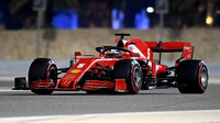 Sebastian Vettel s Ferrari SF1000 v Bahrajnu