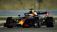 Max Verstappen v kvalifikaci v Sáchiru