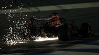 Max Verstappen jiskřil v kvalifikaci v Sáchiru