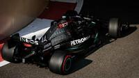 Lewis Hamilton v závodě v Abú Zabí