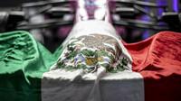 Mexická vlajka na voze Sergia Peréze v Abú Zabí