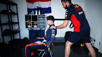 Max Verstappen trénuje před závodem v Abú Zabí