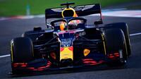 Max Verstappen s Red Bullem RB16 v Abú Zabí