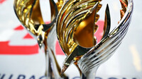 Vítězné trofeje po závodě v Abú Zabí