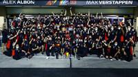 Tým Red Bull po závodě v Abú Zabí