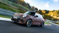 Mini týrá novou techniku pro elektrický John Cooper Works na slavném okruhu Nürburgring