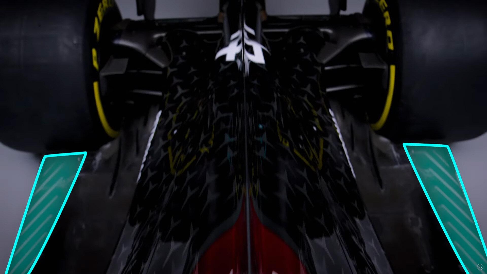 Nové výřezy v letošních podlahách Aston Martinu a Mercedesu kvůli nízkému sklonu nesvědčí