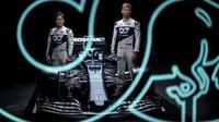 Juki Cunoda a Pierre Gasly při představení nového vozu AlphaTauri AT02 - Honda