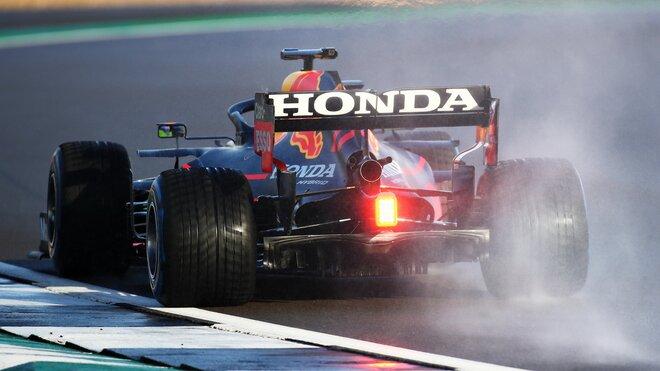 Sergio Pérez při testování nového Red Bullu RB16B