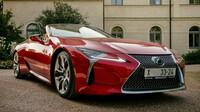 Lexus LC 500 - nejlepší vůz se skládací střechou v britské soutěži Auto roku 2021