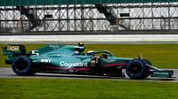 Sebastian Vettel poprvé na trati s Aston Martinem AMR21