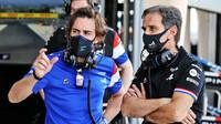 Fernando Alonso a Davide Brivio - první předsezonní testy v Bahrajnu