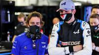 Fernando Alonso a Esteban Ocon - první předsezonní testy v Bahrajnu