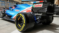 Esteban Ocon a detail zadního křídla - první předsezonní testy v Bahrajnu