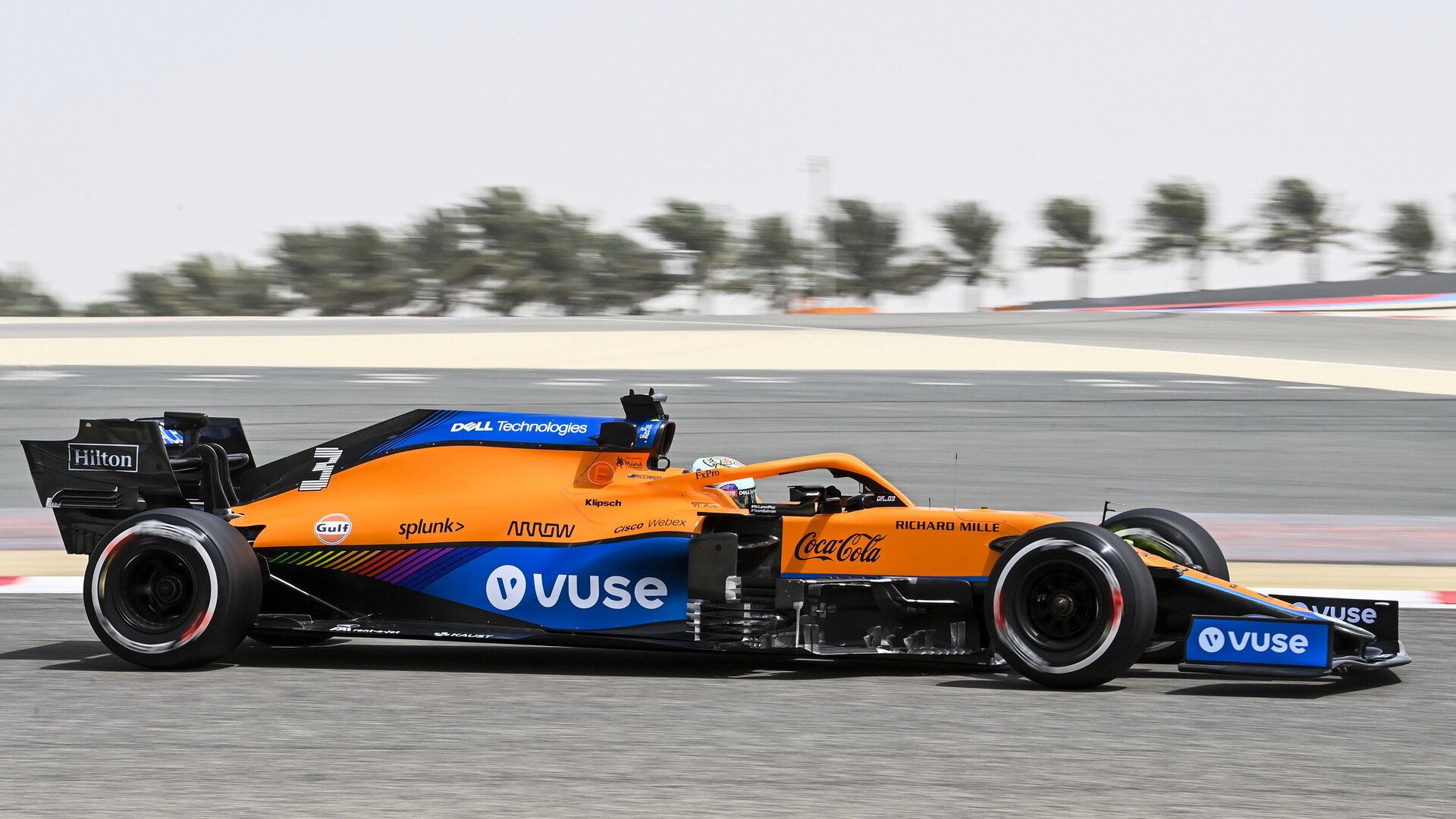 Ricciardo během testů nového McLarenu v Bahrajnu