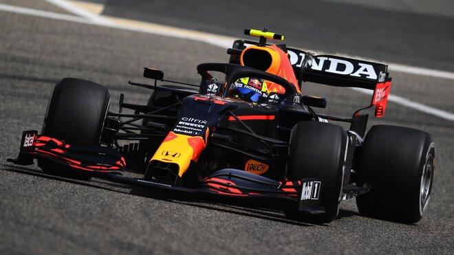 Sergio Pérez s novým Red Bullem RB16B