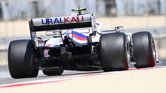 Mick Schumacher s Haasem VF-21 během testů v Bahrajnu