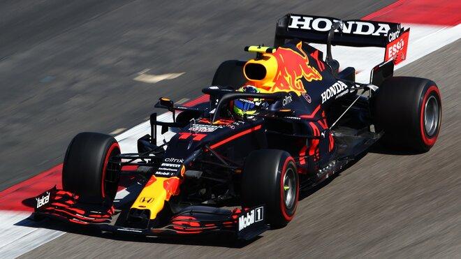 Sergio Pérez při testování Red Bullu RB16B