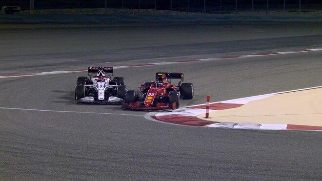 Ostrý souboj Räikkönena se Sainzem na závěr předsezónního testování
