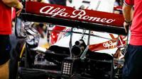 Zadní křídlo a výfuk vozu Alfa Romeo C41 - Ferrari - páteční trénink v Bahrajnu
