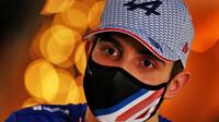 Esteban Ocon při čtvrteční tiskovce v Bahrajnu