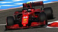 """""""Sainz je pro Leclerca nebezpečím, Verstappen prohrál závod, který měl v kapse,"""" soudí Villeneuve - anotační obrázek"""