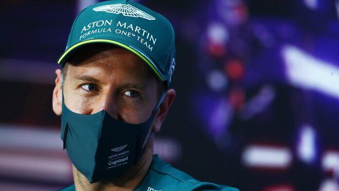 Sebastian Vettel při čtvrteční tiskovce v Bahrajnu