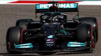 Lewis Hamilton - páteční trénink v Bahrajnu