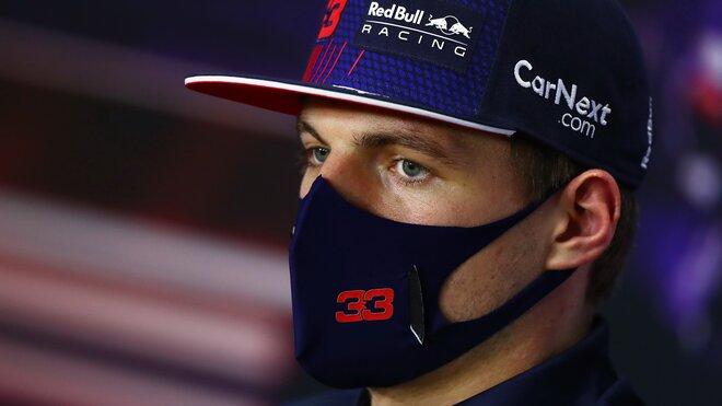 Max Verstappen při čtvrteční tiskovce v Bahrajnu