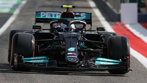 Druhý trénink pro Bottase. Verstappena zradila technika, Leclerc boural - anotační obrázek