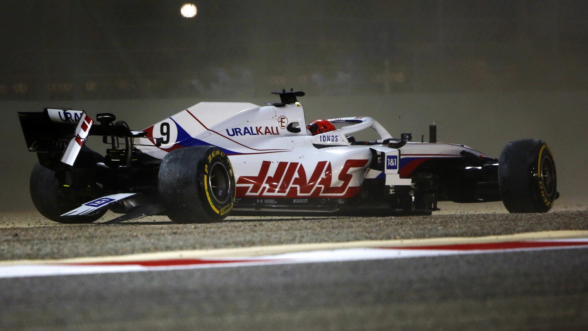 Nikita Mazepin havaroval v prvním kole závodu v Bahrajnu